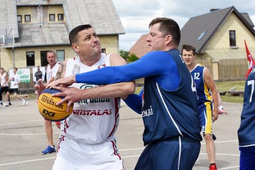 Veteranai pirmą kartą šį sezoną taip pat išbandė jėgas, kitas Veteranų grupės turnyras jau Biržuose liepos 13
